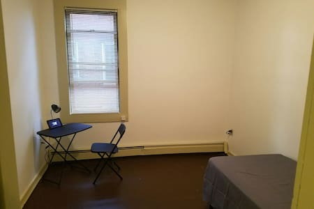 Private room minutes from Downtown Hartford.....