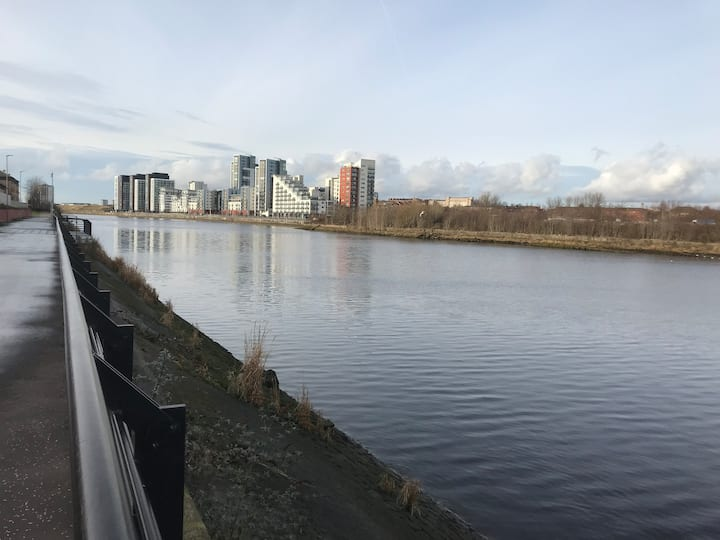 The River Clyde looking West