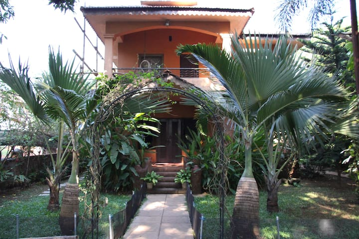 Candolim Home with  Garden View - Candolim - Dom