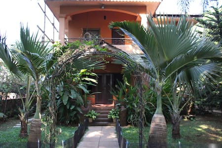 Candolim Home with  Garden View - Candolim - Σπίτι