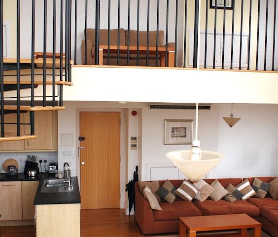 Stunning Triplex Penthouse - London - Apartment