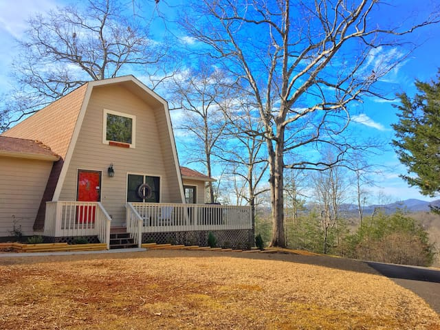 Cabin near montaluce wolf mountain z brown cabins for for Dahlonega ga cabins for rent