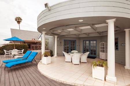 Spacious Cape Cod on Mondos Beach - Ventura