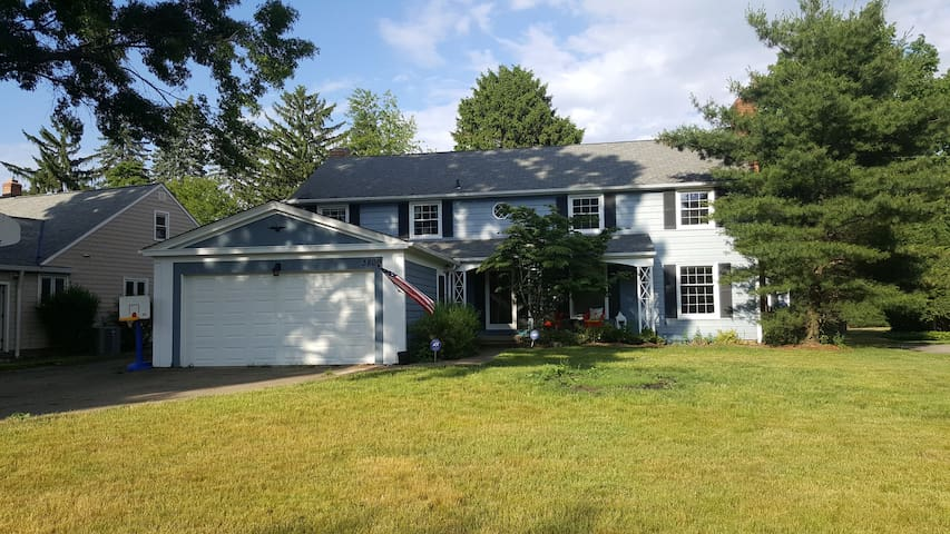 Great house outside of Cleveland for RENT for RNC! - Rocky River - Byt