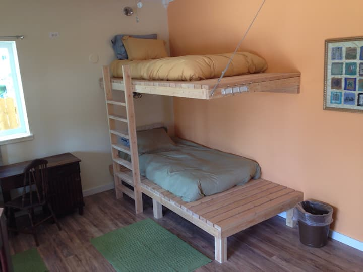 Mancos Inn & Hostel - Dorm Room Bed 1