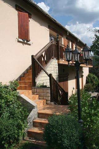 Haut de villa charme de la campagne jardin privée - La Motte-du-Caire - Wohnung