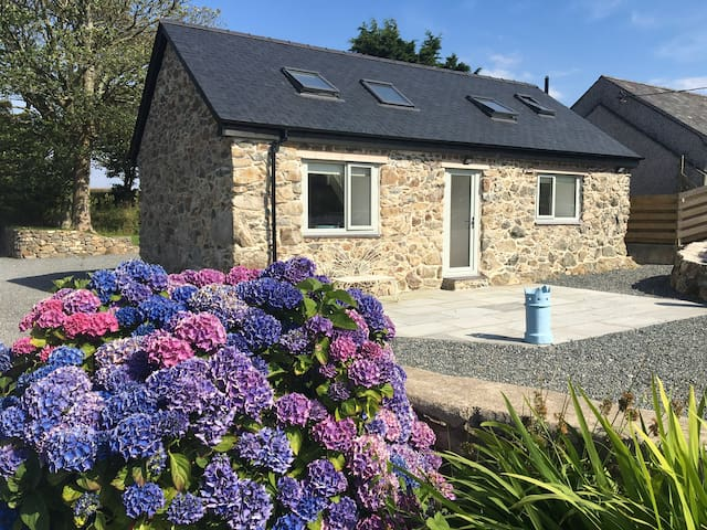 Barn Conversion, Heart of Anglesey - Sleeps 6