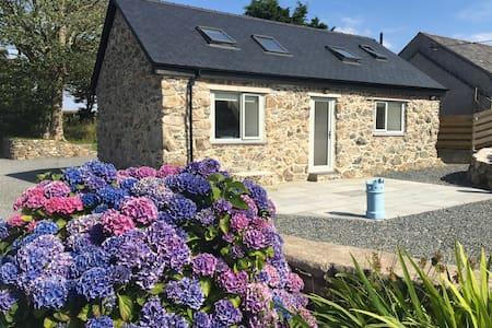 Barn Conversion, Heart of Anglesey - Sleeps 6