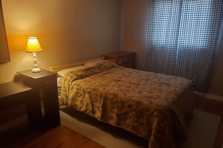 Private room close to 401 and shopping centre.