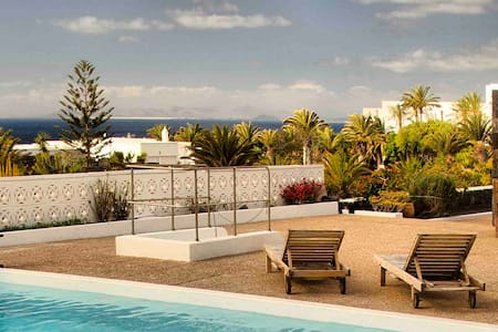 Casa Juanita, swimming pool and sea views - Puerto Calero