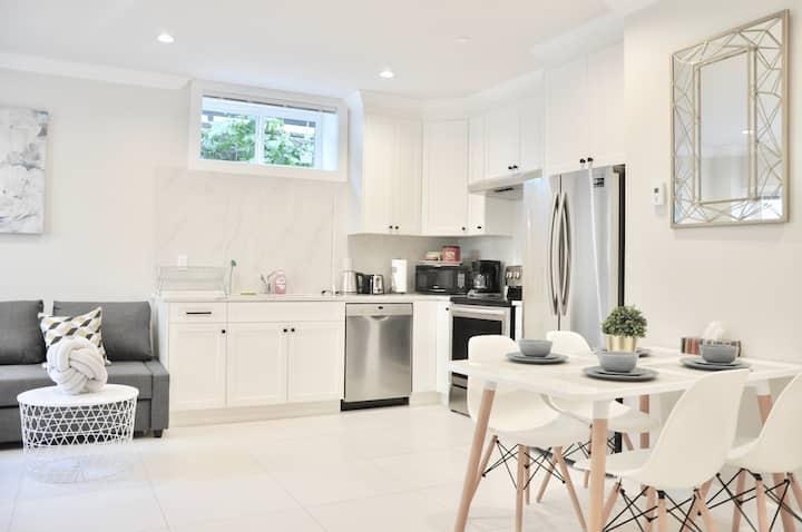 温哥华西区纯新房,15分钟可到市中心&UBC  20分钟到达机场&列治文 近公交车站