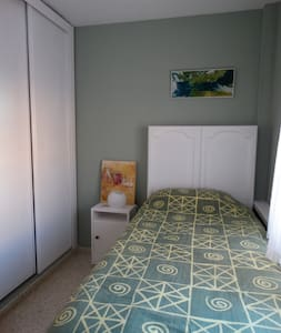 Cozy room with single bed - Tarifa - Daire