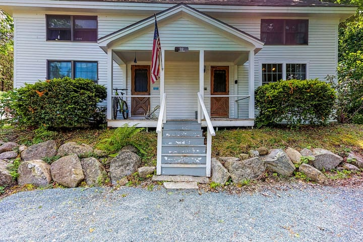 Comfortable Castine getaway w/ a full kitchen - walk to the waterfront