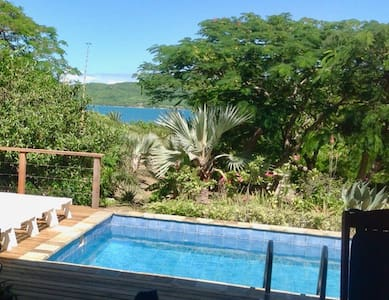 The Blue House, 4 bed/br, Pool, A/C, quiet, views