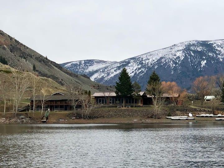 Rustic Mountain Lodge/Hotel- sleeps 40+