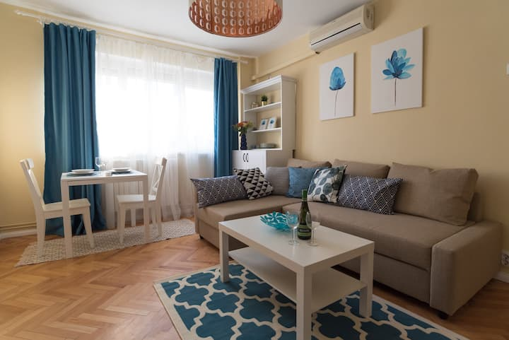 Sunny apartament near the city center