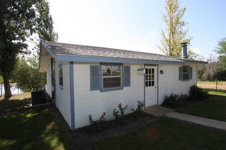Deer Trail Ranch White Cottage -Country with Views - Stonewall - Hus