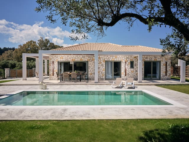 Gerakas Luxury Villas