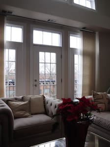 Charming Cozy Lincoln Park/Old Town Pent House 1BD - Chicago - Apartment
