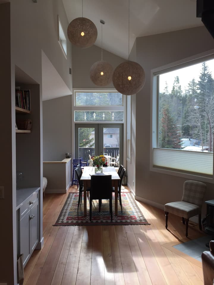 Spacious One Bedroom Two Level Banff Townhouse