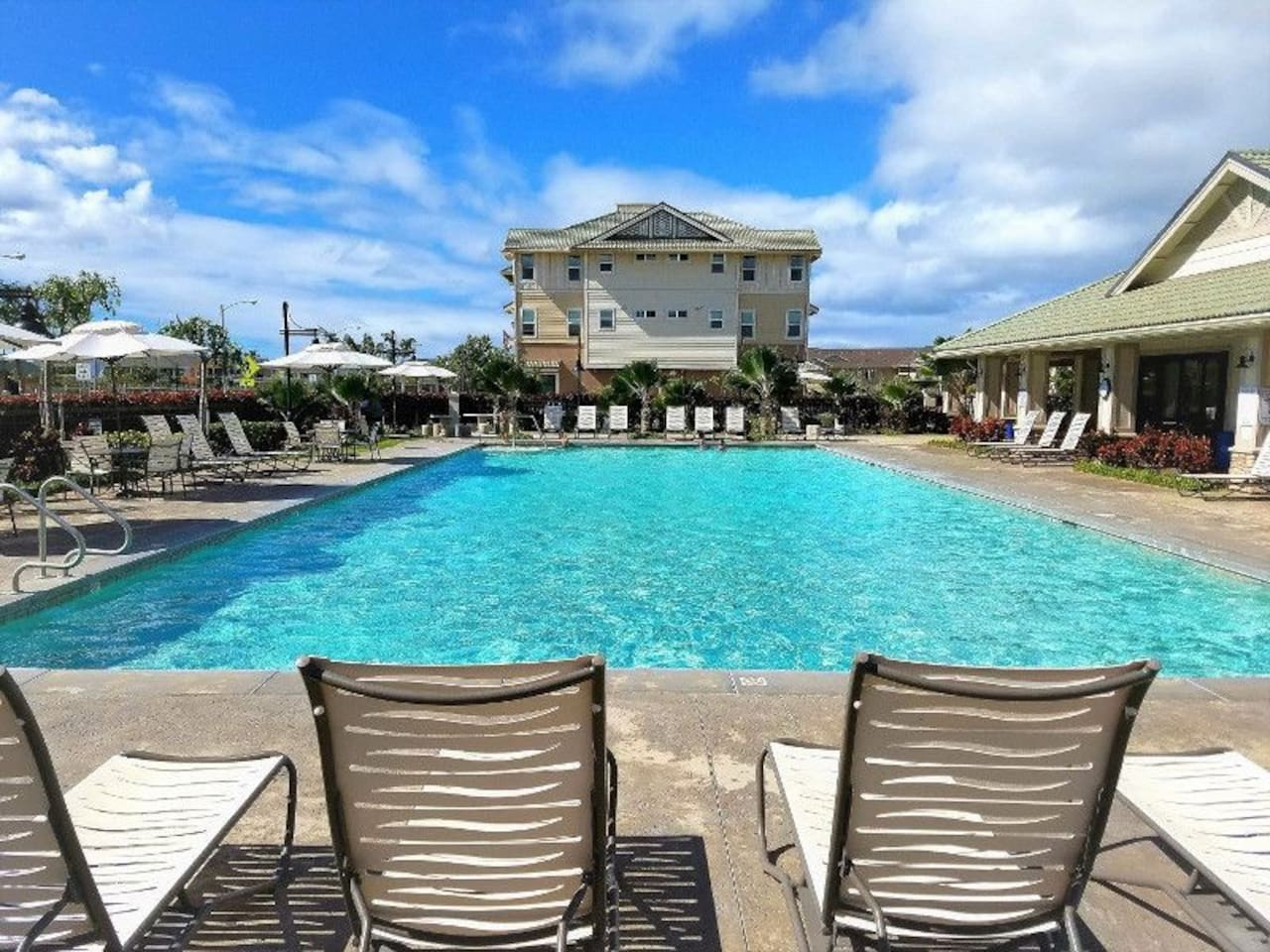 A short walk away is a huge inviting swimming pool and facilities to enjoy the Hawaii weather with a nice swim.