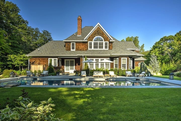 Gorgeous Estate with Pool by Beach