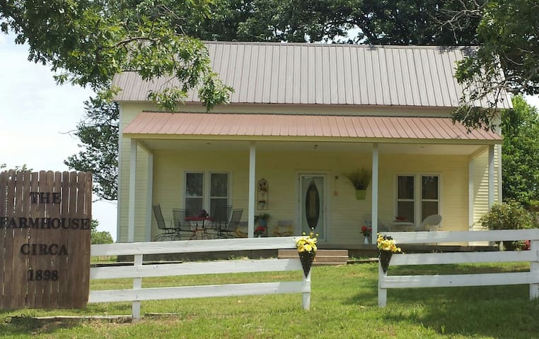 The Farmhouse-Madison County,AR - Huntsville - Hus