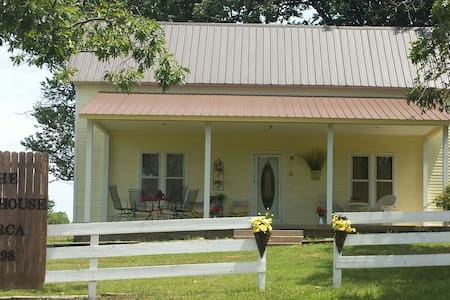 The Farmhouse-Madison County,AR - 亨茨维尔(Huntsville)