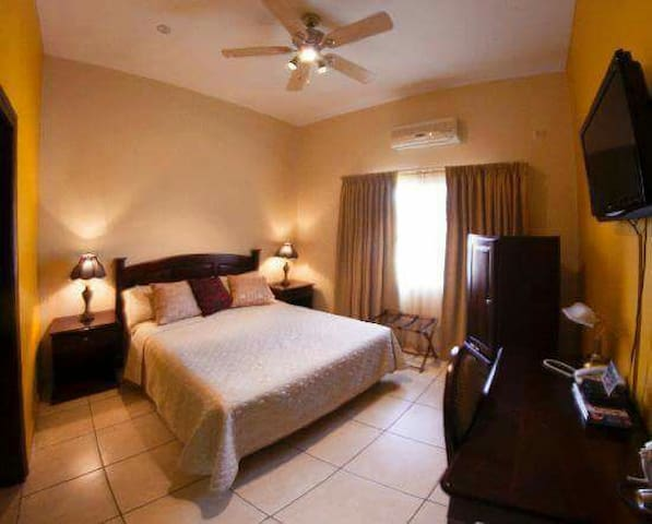 Fancy Private Room, affordable!! - San Pedro Sula, Departamento de Cortés, HN - ที่พักพร้อมอาหารเช้า