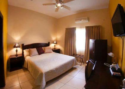Fancy Private Room, affordable!! - San Pedro Sula, Departamento de Cortés, HN - ที่พักพร้อมอาหารเช้า