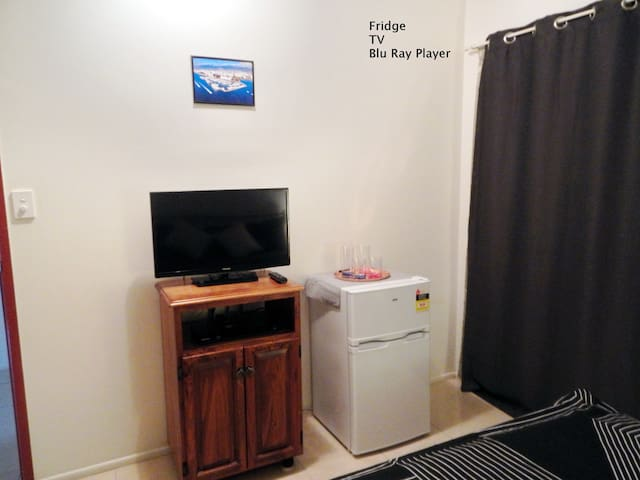 TV / Fridge