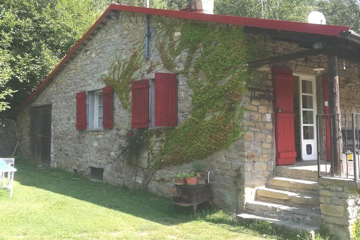 Casa a Bossolasco, Alta Langa, con piscina