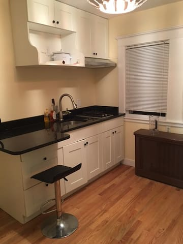 Quincy 1 bedroom and kitchen apartments for rent in for Perfect kitchens quincy