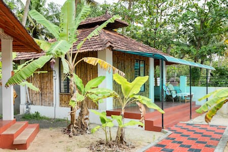Seaview bamboo cottage on Marari Beach, non a/c