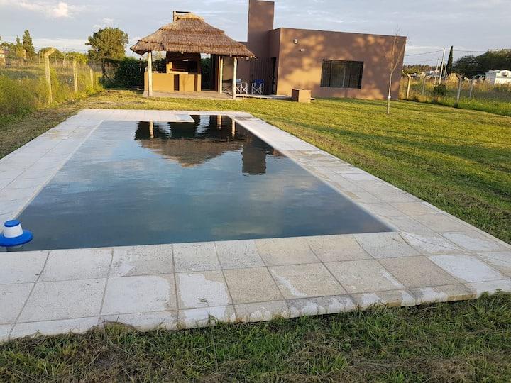 Casaquinta con piscina en Chacabuco