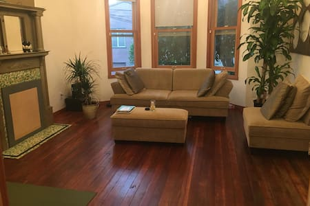 Private Bedroom & Bathroom 1 min from BART - San Francisco - House