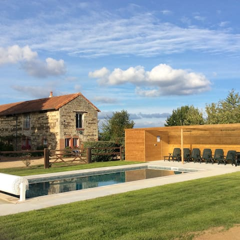 """The Barn"" Gite Rental with Swimming Pool - Saint-Macaire-du-Bois - Haus"