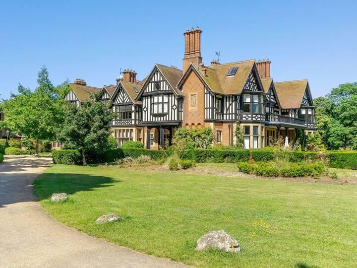 Manor House (UK11765)