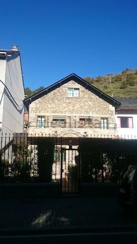 Casa de piedra en Villablino
