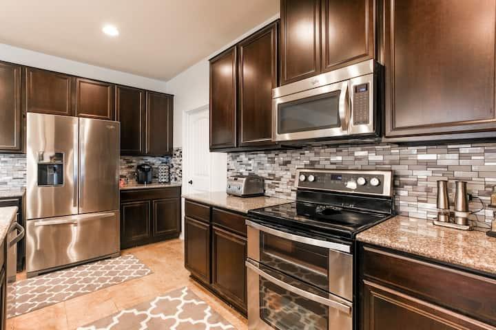 Ultra-clean, COVID safe & private space in Austin!