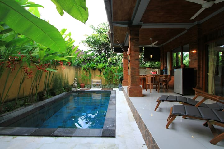 Cozy Villa with private pool