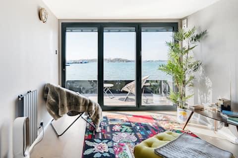 Salt Cabin - Luxury Romantic Hideaway Retreat by the Sea.
