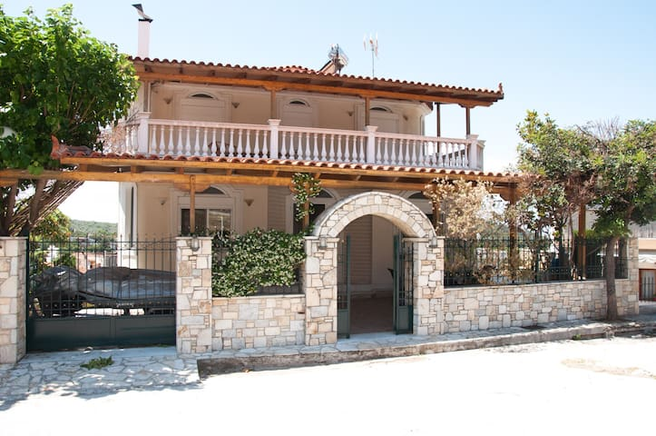 Family brand new house close to Vouliagmeni lake