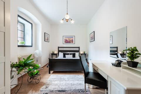 ★COMFY &CLEAN apt in historical MILL wth PARKING ★