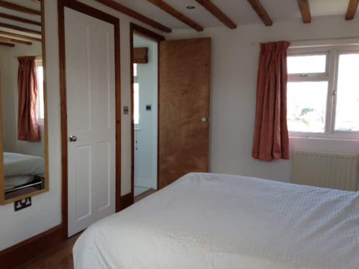 Large double room with en-suite next to beach