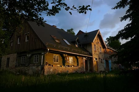Serene Retreat in Vintage Mountain Farm House - Stara Kamienica - บ้าน