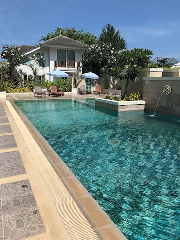 Hua Hin Beachfront 2BR 5 beds luxury Baan Poo Lom