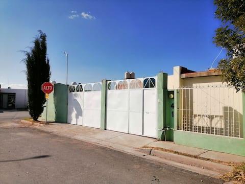 Agradable casa en fraccionamiento cerrado.