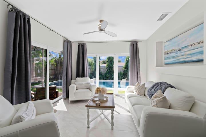 Luxury Getaway  w/ Pool & Grill Lounge