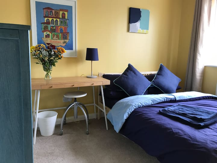 Comfy double room Cricket Road near Florence Park
